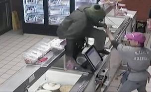 מוכר גלידה נאבק בשודד (צילום: CNN, חדשות)