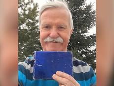 אחרי 50 שנה: פתח את המתנה שקיבל מחברתו