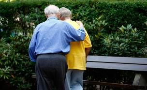 עצורים בחשד לעוקץ קשישים (צילום: רויטרס, חדשות)