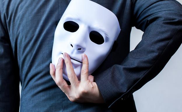 איש עם מסיכה (צילום: kateafter | Shutterstock.com )