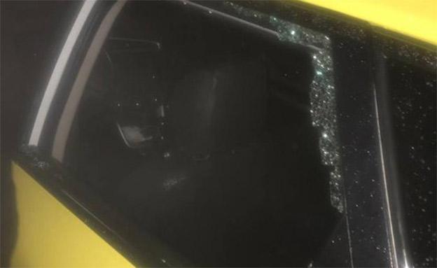 הרכב שבו נורו החשודים (צילום: החדשות)