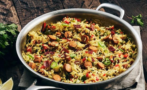 אורז ונקניקיות בסיר אחד (צילום: אמיר מנחם, אוכל טוב)