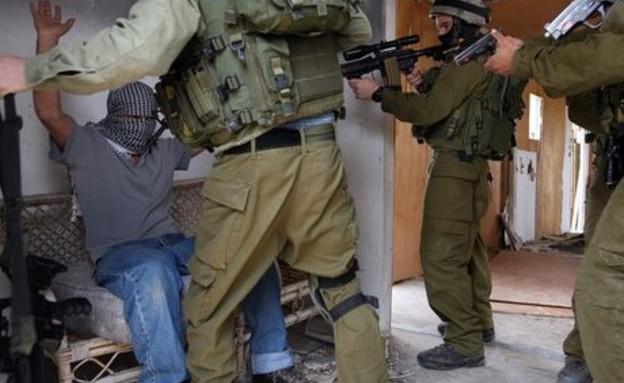 """מעצר מבוקשים (צילום: דובר צה""""ל)"""