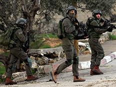 """כוחות מתוגברים ברחבי איו""""ש (צילום: רויטרס)"""