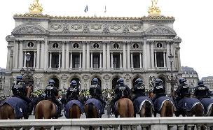 עשרות אלפי שוטרים ברחבי הבירה (צילום: sky news, חדשות)