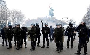עשרות מפגינים נעצרו (צילום: sky news, חדשות)