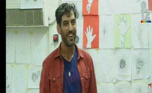 מתן אורן, האמן שמלמד ילדים בעלי מוגבלויות לצייר (צילום: מאקו)