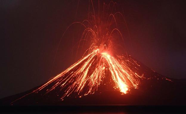 התפרצות הר הגעש באינדונזיה (צילום: Sky News, חדשות)
