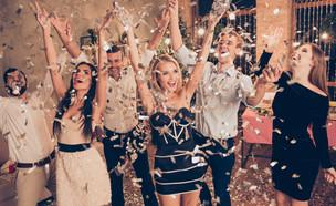 מסיבת סילבסטר ביתית (צילום: Roman Samborskyi| shutterstock)