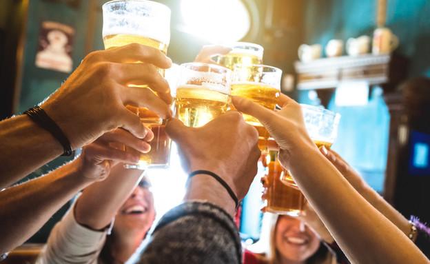 כמה פעמים בשבוע אתם יוצאים עם חברים? (צילום: kateafter | Shutterstock.com )