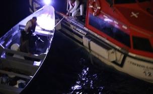 רגעי ההצלה של שני הדייגים (צילום: Jared L. Eberle / SKY NEW, חדשות)