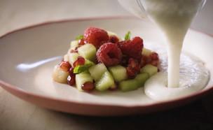 מרשם לאוכל: שייק בריאות ומרק שקדים (צילום: בבושקה הפקות, רוש)