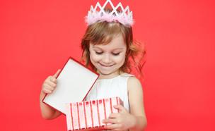 ילדת יום הולדת (צילום: By Mark Nazh, shutterstock)
