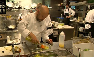 """פרסום ראשון: יונתן רושפלד פותח מסעדה יוונית בדוחא (צילום: מתוך """"ערב טוב עם גיא פינס"""", שידורי קשת)"""