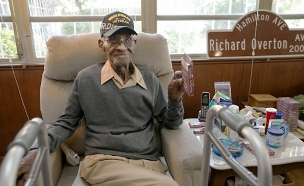 ריצ'ארד אוברטון, נפטר בגיל 112 (צילום: איי.פי, חדשות)