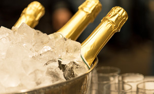 שמפניה בקרח (צילום: Grigor Ivanov| shutterstock)