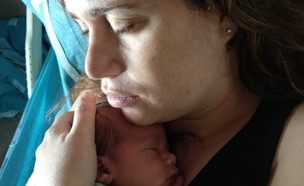 מיכל ברקאי ברודי ובתה אריאל (צילום: יניב ברודי, אלבום פרטי)