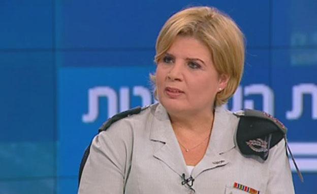 חוברת ללפיד. אורנה ברביבאי (צילום: חדשות 2)
