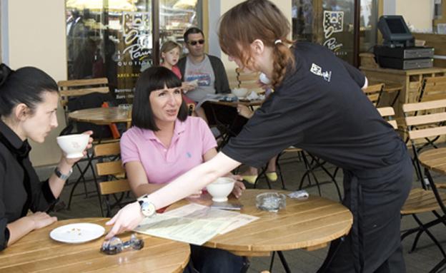 שכר המלצרים - לא מורכב יותר מטיפים (צילום: רויטרס, חדשות)