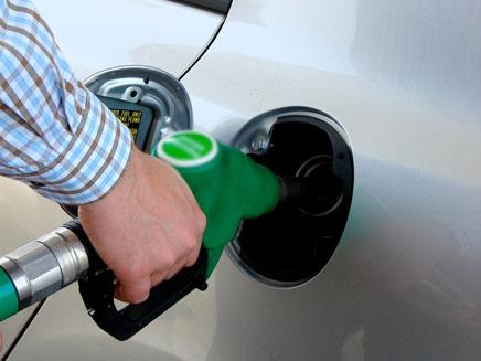 מחיר ליטר דלק יירד מתחת ל-6 שקלים (צילום: nontarith songrerk, Shutterstock)