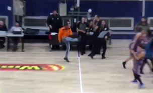 התפרע, בעט בכדור וזרק כיסא (צילום: באדיבות מנהלת ליגת העל לנשים בכדורסל, חדשות)