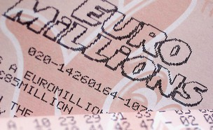 כרטיס לוטו בריטי (צילום: Christopher Furlong, Getty Images)