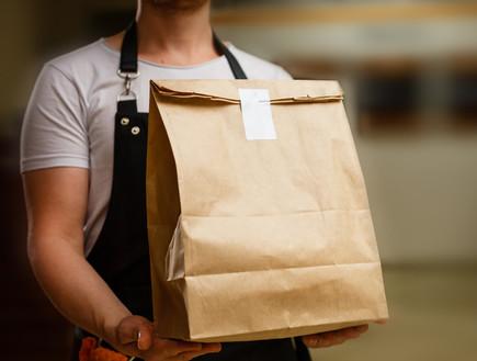 משלוח מהמסעדה (צילום: Andrew Angelov, Shutterstock)