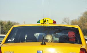 מונית בבוקרשט (צילום:  Hadrian, shutterstock)