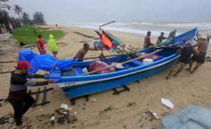 הסופה בתאילנד (צילום: AP)