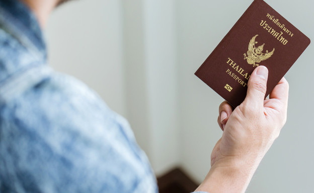 דרכון פורטוגלי (צילום: shutterstock By Tawan Jz)