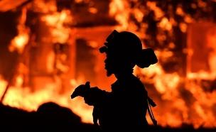 """""""ננעלו בחדר כשהאש פרצה"""", אילוסטרציה (צילום: sky news, חדשות)"""