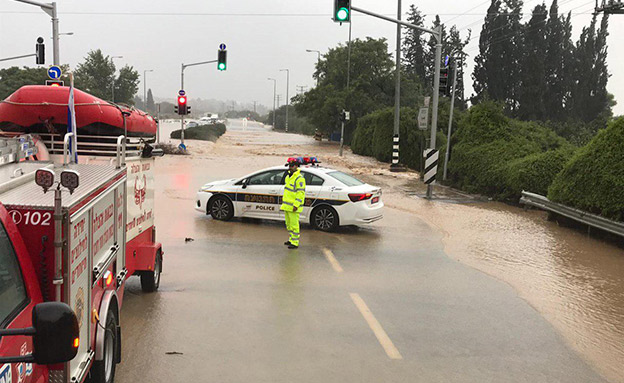 הערכות המשטרה למזג האוויר הסוער (צילום: דוברות המשטרה, חדשות)