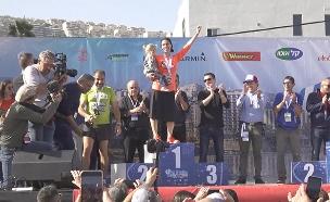 זכתה במרתון - בחצאית ועם 5 ילדים (צילום: שי רז באדיבות מרתון ישראל, חדשות)