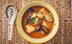 מרק טום יאם תאילנדי עם בורי (צילום: צילום: אמיר מנחם, סטיילינג: אינס שילת ינאי, אוכל טוב)