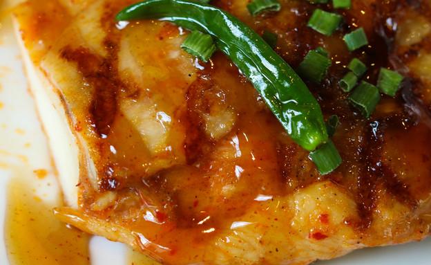 חזה עוף ברוטב צ'ילי מתוק (צילום:  Monkeyoum, Shutterstock)