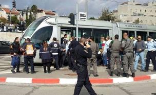 זירת פיגוע הדקירה ברכבת הקלה בירושלים (צילום: חדשות)