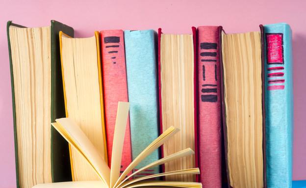 ספרים (צילום: shutterstock By Vtmila)