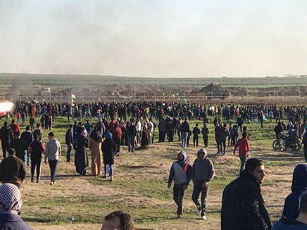 מפגינה נהרגה ועשרות נפצעו