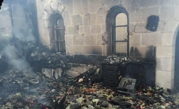 הצתה בכנסיית הלחם והדגים, ארכיון (צילום: כבאות והצלה צפון, חדשות)