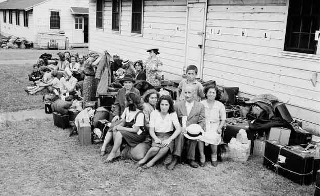 פליטים בפורט אונטריו (צילום: AP)