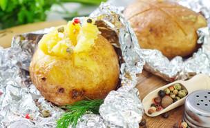 תפוחי אדמה בנייר כסף (צילום:  Gayvoronskaya_Yana, ShutterStock)