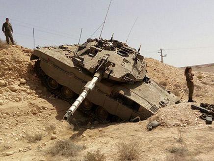 טנק הידרדר בלי שליטה לאורך מאות מטרים