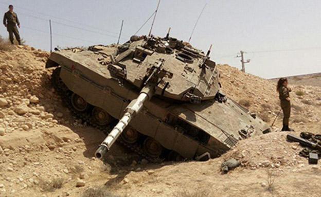 טנק הידרדר בלי שליטה לאורך מאות מטרים (צילום: חדשות)