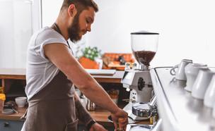 בריטסה בבית קפה (צילום: kateafter | Shutterstock.com )
