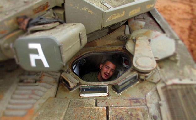 בוכריס בשירותו כלוחם בשיריון (צילום: החדשות)