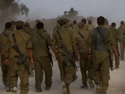 הצבא צועד על קיבתו?