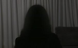 """הפדופיל בחדר המדרגות: הנערה מדברת (צילום: מתוך """"חי בלילה"""", שידורי קשת)"""