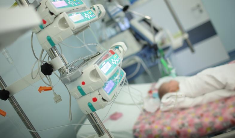 תינוק מאושפז, אילוסטרציה (צילום: sfam_photo, shutterstock)