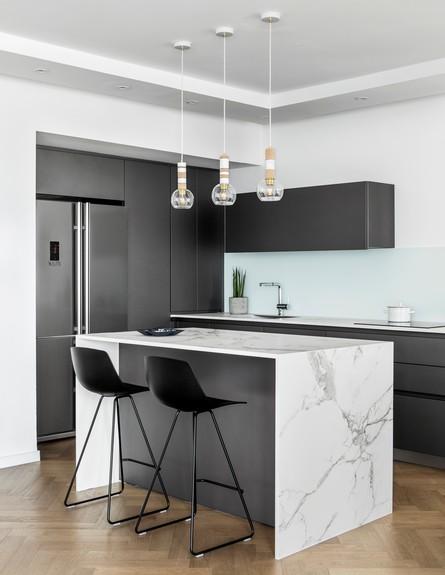 פריט מנצח, ג, 8 חזיתות אפורות למטבח, עיצוב מאיה שינברגר (צילום: איתי בנית)