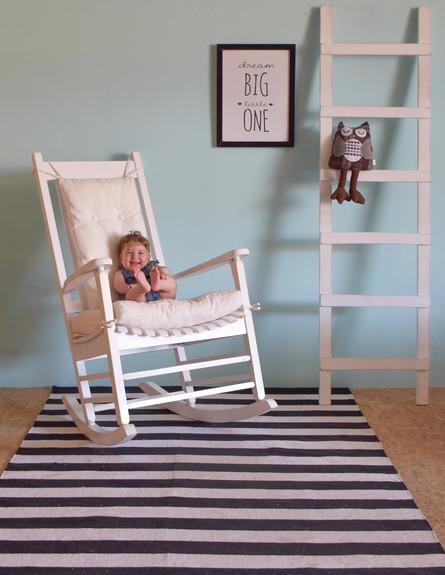 פריט מנצח, ג, 9 שטיח פסים שחור-לבן של ניחותא (צילום: ליאור טופז)